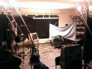 Während des Aufbaus ... (Radieschen-Studiosession mit Daliah im Radio RaBe)