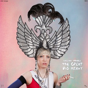 "Cover von ""The Great Big Heavy"" von Evelinn Trouble"